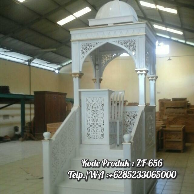 Mimbar Masjid Atap Kubah Warna Putih